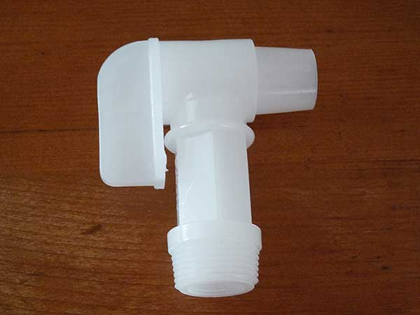 Pastic Spigot for 5-Gallon Container of Lamp Oil